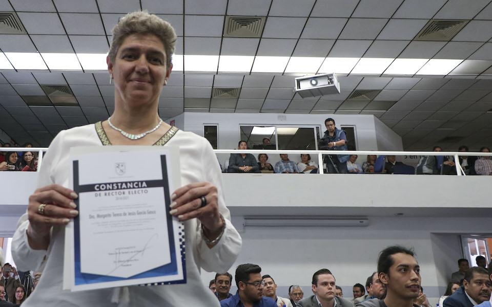 Eligen a Teresa García Gasca rectora de la UAQ.
