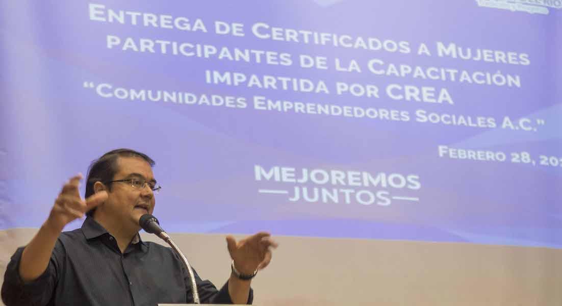 Photo of Reconoce Memo Vega a  más de 100 emprendedores sociales