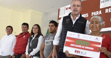 """Entrega Mario Calzada apoyos del programa """"Vivienda Digna"""""""