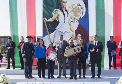 Encabeza Memo Vega concurso de escoltas en el marco del Día de la Bandera
