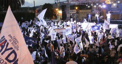 Cierra Enrique Vega en Chichimequillas firmando compromisos