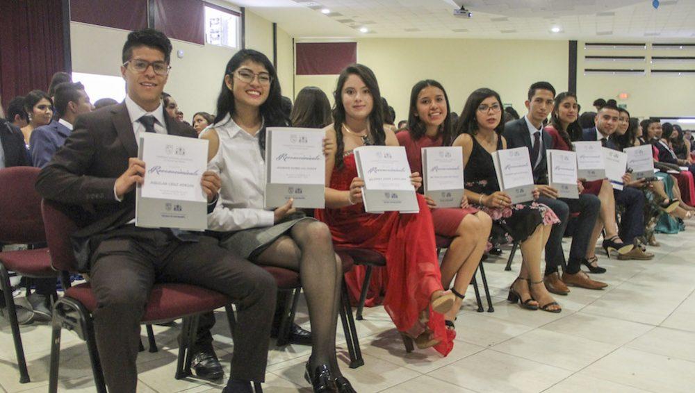 Photo of Entregan 173 constancias de egreso a alumnos de la Escuela de Bachilleres Plantel Bicentenario