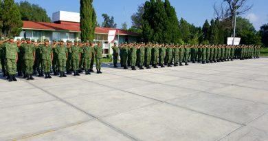 Toman protesta de bandera conscriptos de la 12ª Compañía del Servicio Militar Nacional