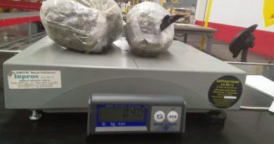 Aseguran marihuana y cristal en el AIQ