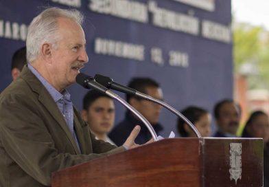 Enrique Vega refrendó su compromiso con la educación