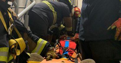 Protección Civil y Bomberos Querétaro rescatan a mujer que cayó en foso