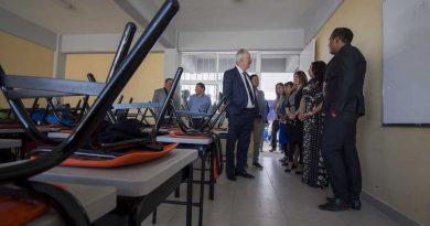 Enrique Vega entregó un plantel escolar en Villas La Piedad
