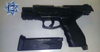 Policías de El Marqués detienen a dos con vehículo robado