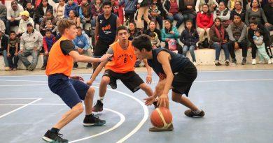 Basquetbolistas Triquis  ofrecen partido de exhibición en Pinal