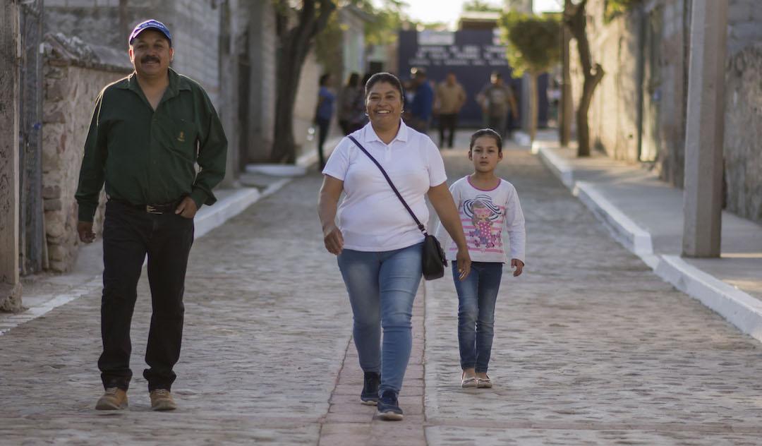 Photo of Enrique Vega entregó obra de urbanización en Atongo