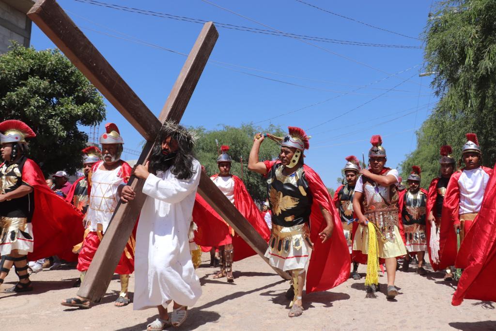 Photo of Viven fieles  la tradición del Viacrucis en Colón
