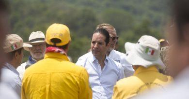 Domínguez ratifica el apoyo a brigadistas que combaten incendio en la Sierra Gorda