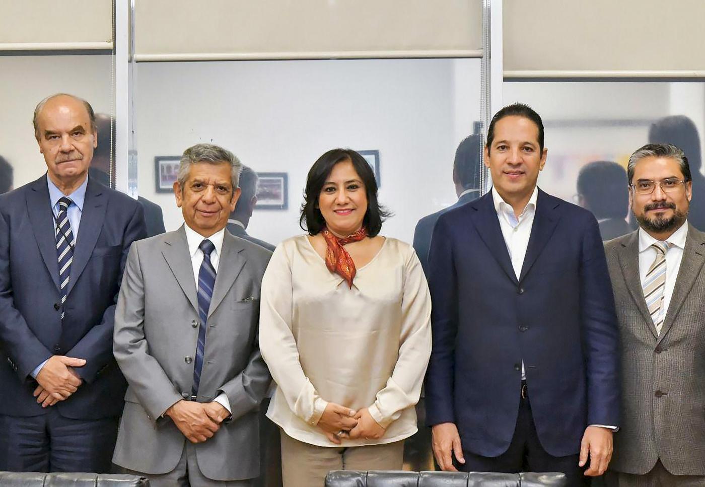 Photo of Gobernador de Querétaro se reúne con la Secretaria de la Función Pública