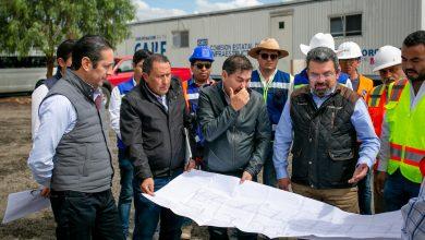 Photo of El Gobernador y el titular de la Unidad de Inversión de la SHCP supervisan avance de obra carretera.