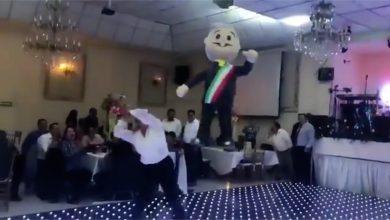 Photo of Diputados del PRD agarran a AMLO de piñata