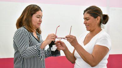 Photo of Entrega DIF de El Marqués lentes a población vulnerable