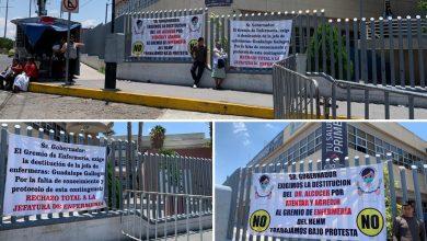 Photo of Personal de enfermería del Hospital del Niño y la Mujer se manifiesta con lonas