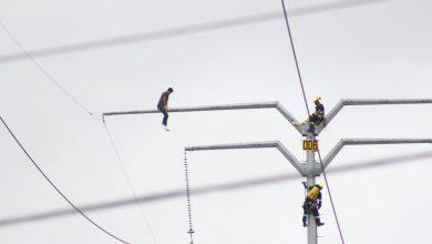 Photo of Joven trepa a torre eléctrica en Av de la Luz, tuvo que intervenir los servicios de emergencia